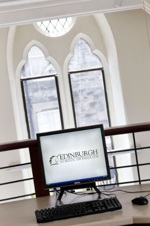 Edinburgh School of English <br>Aula computer