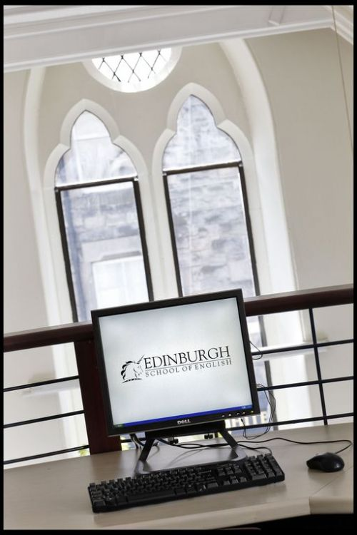 Edinburgh School of English <br>Zona computer